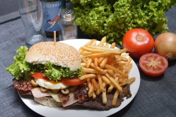 Canyon's-End-Motel-and-Restaurant-Meadview-great-burgers
